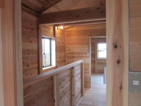 2階:居室から階段通路
