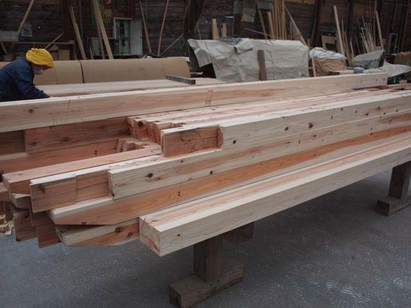 木材は気仙沼の被災杉、刻みは地元の大工の手仕事です。