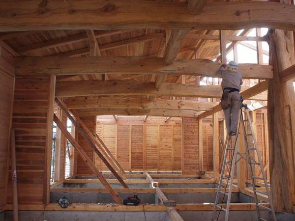 屋根パネルを敷き詰めていきます。
