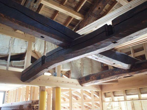 古材を横架材として利用する、贅沢なつくりです。