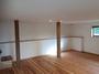 低い天井の白漆喰の間は落ち着く空間。
