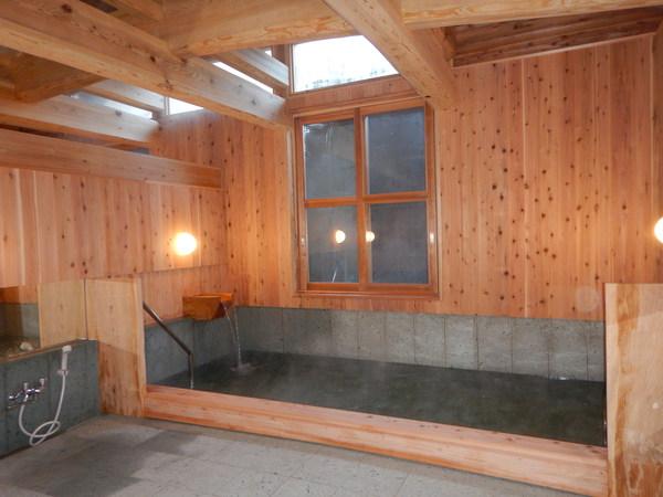 温泉浴場 敷き詰められているのは十和田石