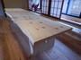無料休憩室 モミの無垢一枚板テーブルも棟梁作
