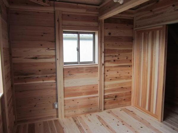 2階居室。奥は収納