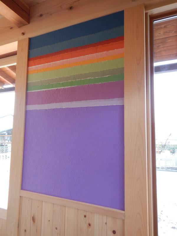 虹色の小川和紙が玄関でお出迎え